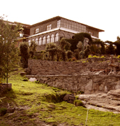 Santa Barbara hotel front to the Titicaca lake Vacations in Titicaca lake in our Chucuito village, located at 15 km of Puno, is the old capital of the LUPACA TAMBU an Aymara state... Live with us Be our guest in our village, in our houses, in our lake hotel, We will share you, our Aymara culture, incas food, textile knowledgement, music, artcrafts, Titicaca Lake sports, Uros tours, folklore party, Andes music... all included maintaining our passion for the Mamapacha and our environment, support our village enjoing your Peruvian vacations
